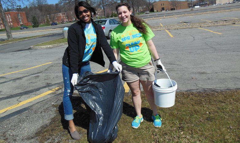 students during 2015 campus cleanup event