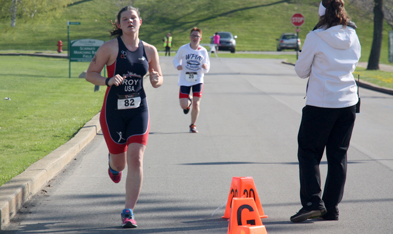 student triathlete running a triathlon