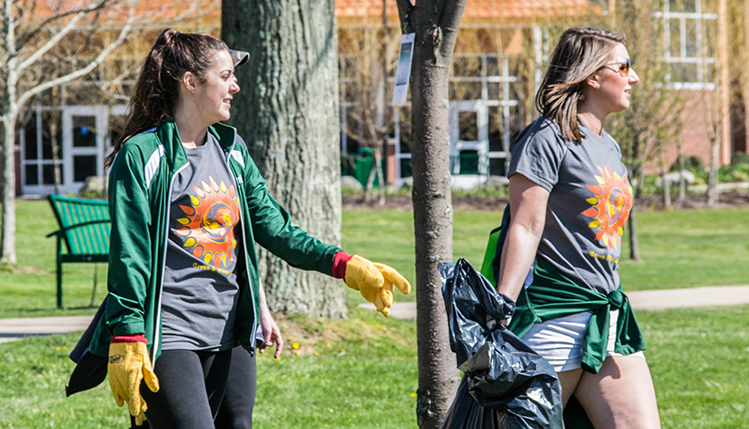 Two SRU students picking up trash