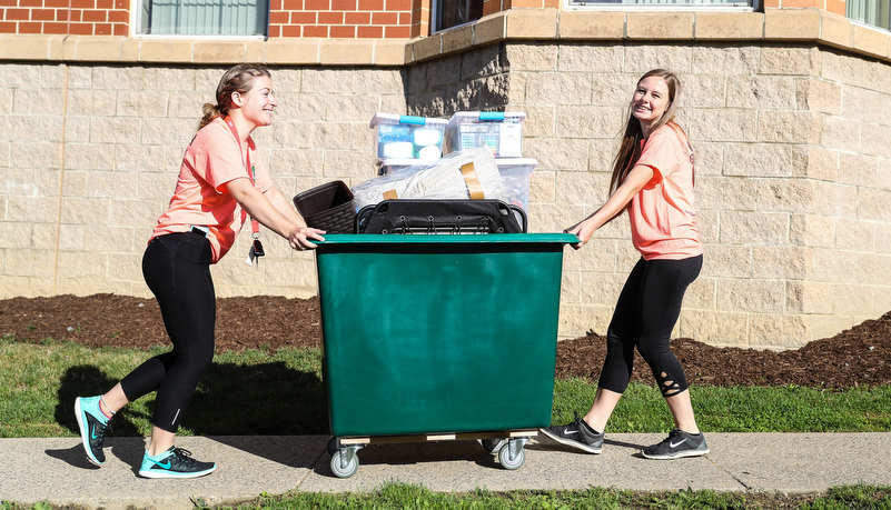 Students helping freshmen move in