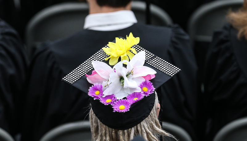 Decorated cap with flowers