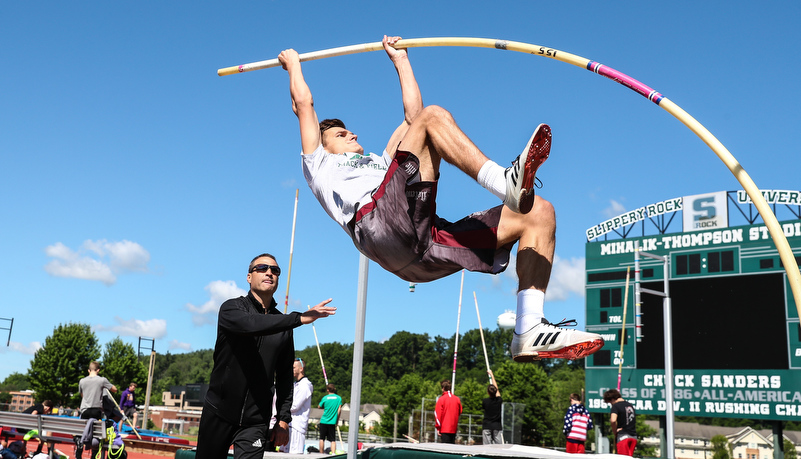 pole vaulter going up