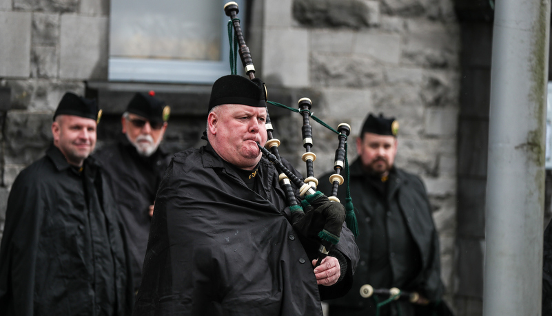 Bag piper gets ready