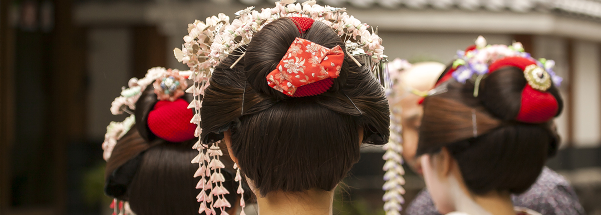 Oriental hairstyles and accessories