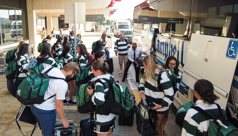 Women's Soccer team arrives at Pittsburgh airport