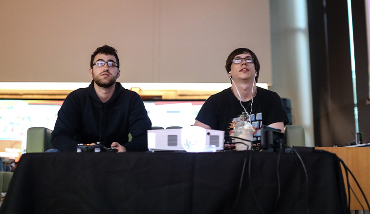 SRU students at an E-sports event on campus